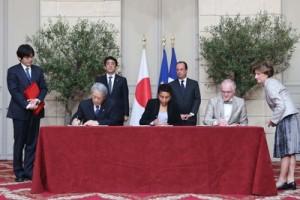 日仏首脳が5月5日の調印式に出席