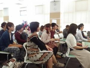 Chaque année, 300 000 étudiants étrangers et plus de 2000 étudiants japonais choisissent la France pour y effectuer un séjour d'études
