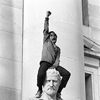 Stephen Shames, Demonstration in front of the New Haven County Courthouse during Bobby Seale, Ericka Huggins trial, May 1st 1970 © Stephen Shames / Steven Kasher Gallery