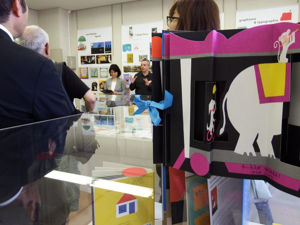 Vernissage de l'exposition Voilà l'album ! à la bibliothèque Nakamura, Nagoya / 名古屋市中村図書館での「フランス絵本の世界にようこそ!」展の開会式