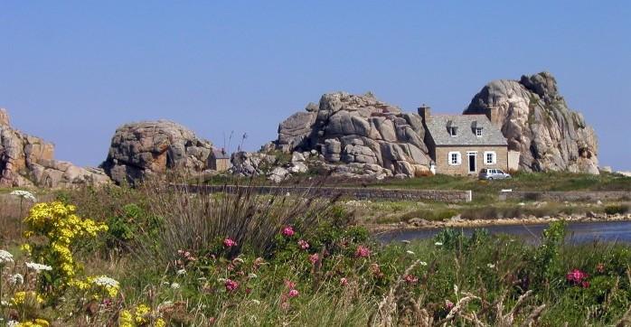 Das_Haus_zwischen_den_Felsen
