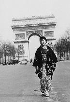 昭26パリの街を歩く千代(提出用)